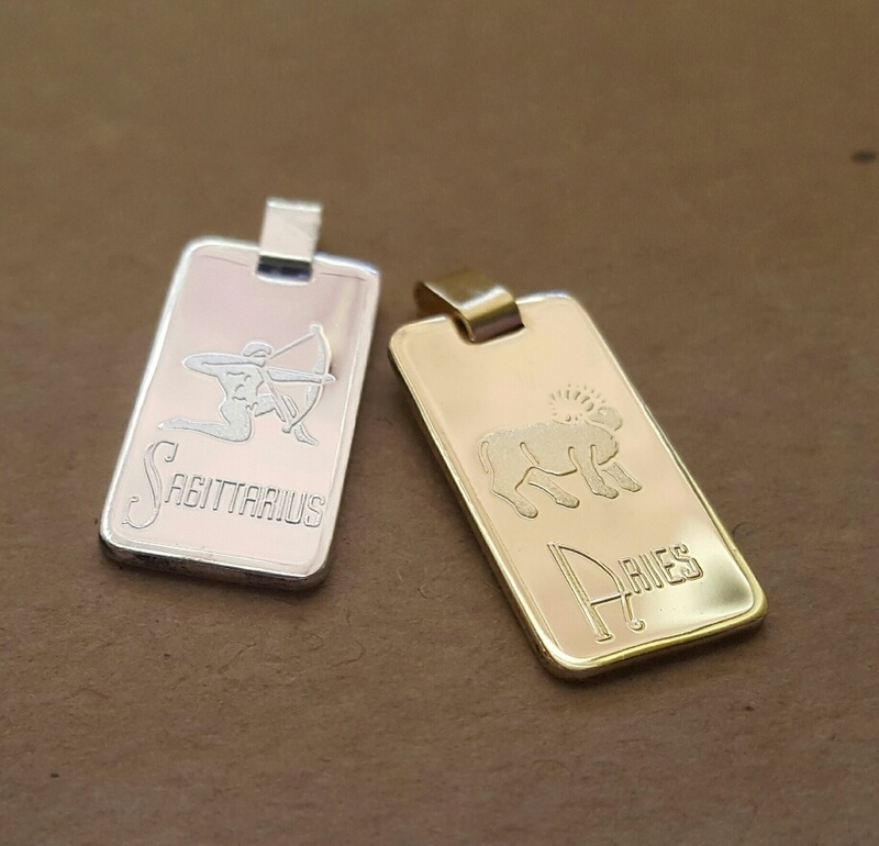 Leo Zodiac Sign Laser Engraved Aluminum Dog Tag Necklace: Zodiac Star Sign Pendant Large Rectangular 9ct Yellow Gold